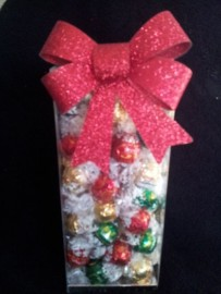 LINDT XMAS MIX IN SEE THRU BOX 1KG