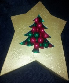 1KG XMAS TREE BOX WITH CHOCOLATE BAUBLES